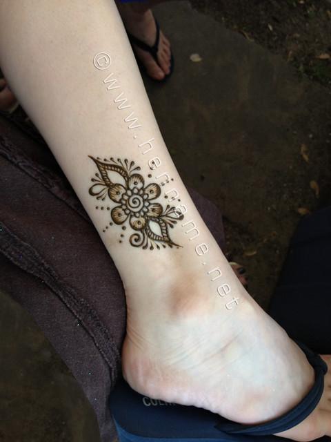 Mehndi Ankle Ray : Hessler street fair henna flower on ankle flickr