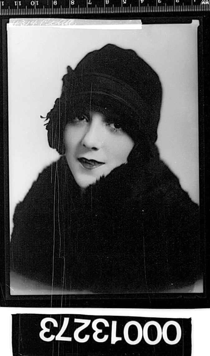 Cabaret artist Peggy Petite