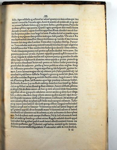 Washed out marginalia in Varro, Marcus Terentius: De lingua latina