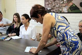 Representantes da Caritas Paroquial receberam o cheque no valor de 20 mil reais. POR VICTORIA HOLZBACH