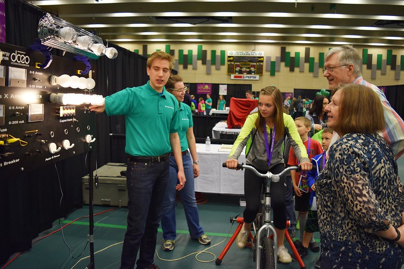 Thousands Get Their Geek on at College of DuPage STEMCON 2016