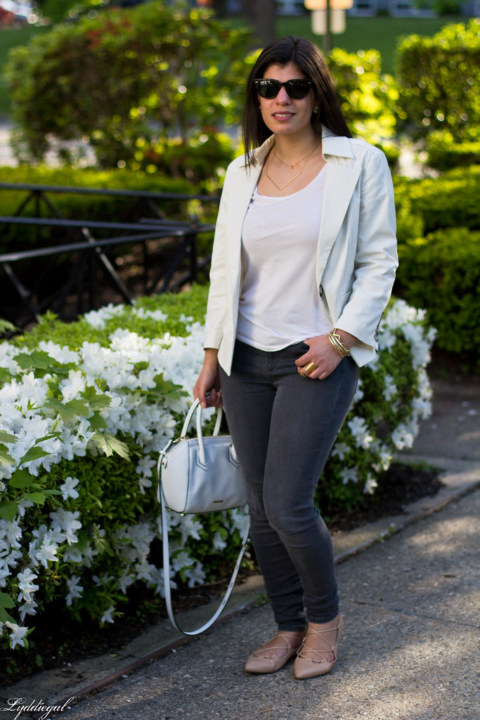 white blazer, grey jeans, lace up flats, white bag-9.jpg