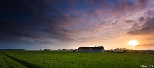 morning blue light sky france nature colors clouds sunrise canon landscape couleurs champs bleu ciel lumiere land 5d canon5d farmer nuages paysage campagne cultures picardie matin leverdesoleil oise farmerlife mandraque nivoliers pierrenivoliers laststopbeforetheunknoown