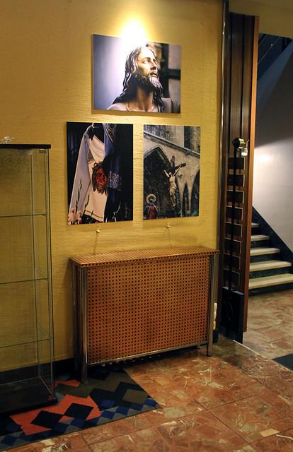 TRAS LOS PASOS - EXPOSICIÓN COLECTIVA SOBRE LA SEMANA SANTA - HOTEL QUINDÓS - AGUSTÍN BERRUETA