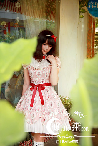 White_moon_one_piece_red_ruffles_lace_lolita_dress_11