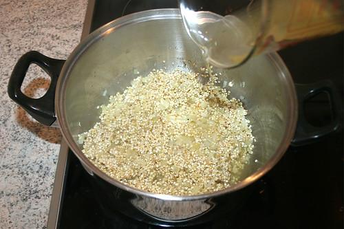26 - Hühnerbrühe angießen / Add chicken stock