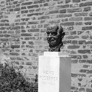 Hans Kloepfer の画像. bw statue canon eos austria österreich hans bust graz steiermark styria oesterreich canonef50mmf14usm kloepfer 5dmarkii takenin2012