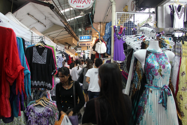 7157464298 c39615a011 o The 6 Most Popular Shopping Markets in Bangkok
