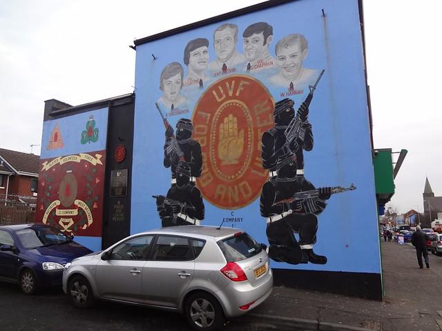Murais políticos pintados no Bairro de Shankill em Belfast