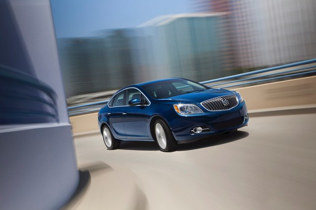 2013-Buick-Verano-Turbo-023-medium