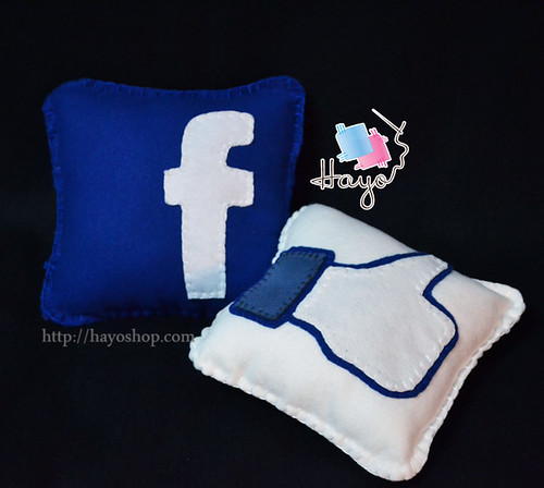 Facebook & like Pillow by Hayo.Shop