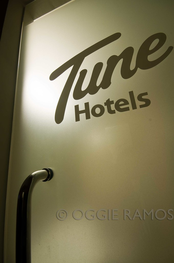 Tune Hotel Angeles T&B Glass Door