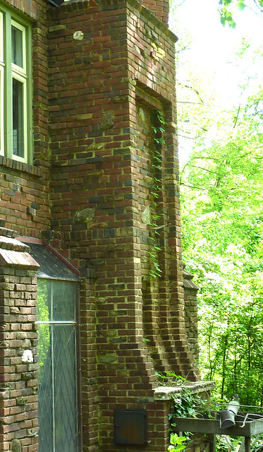 P1060622-2012-04-10-twisted-chimney-base-full--more