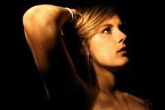 [フリー画像素材] 人物, 女性, 人物 - 見上げる ID:201212090800