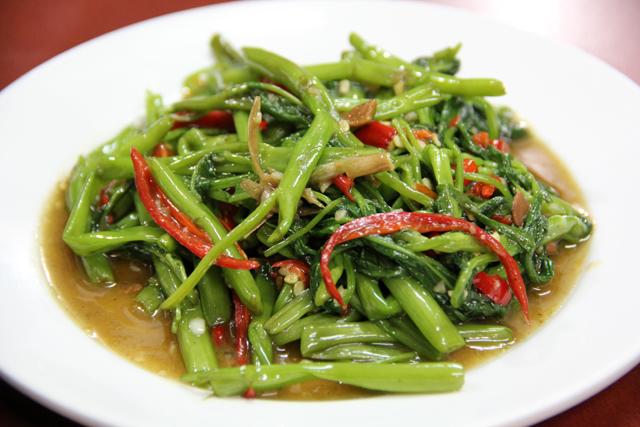 Pad Pak Bung Fai Daeng (Morning Glory) ผัดผักบุ้งไฟแดง