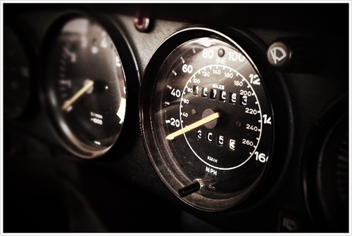 Porsche 911 SC gauges by ConserVentures