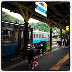 やっと駅ついた。こんどは宇和島に向かいます。ちょうどいい宇和海号がないので予讃線でトコトコと…