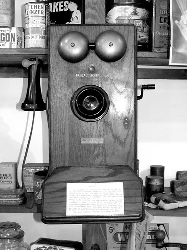 wood texture museum bells virginia antique telephone speaker boxes cans cigarettes shelves receiver tobacco jars octagon crank redman saluda middlesexcounty cleansers kitchenklenzer perfectocigars redcirclecoffee gillscoffee