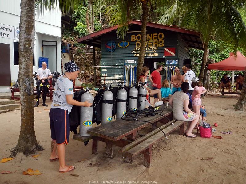 13718973844 fef71d1e77 c PADI Discover Scuba Diving Di Pulau Mamutik, Sabah