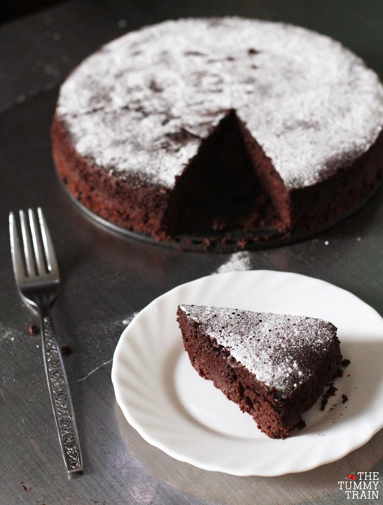 13889706864 4bdc5471cc b - My first ever deeply dark Flourless Chocolate Cake