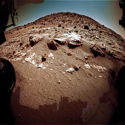 Curiosity Front HazCam sol 611