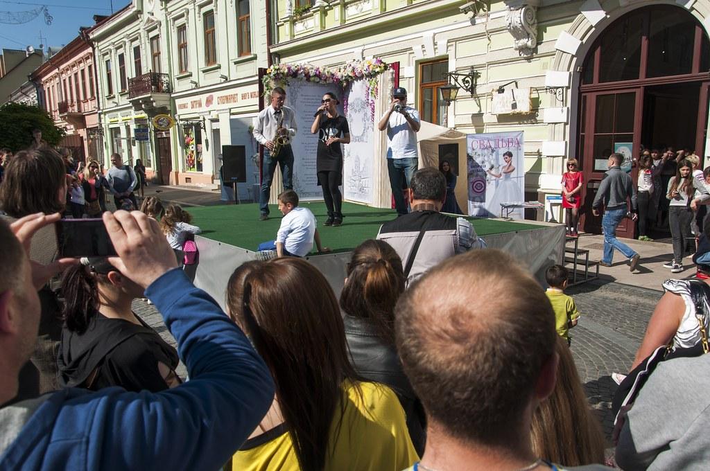 У Чернівцях урочисто відкрили весільний сезон 2016