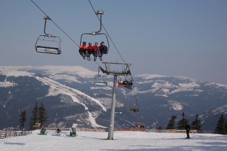 Na českých horách se bude lyžovat o Velikonocích i po nich