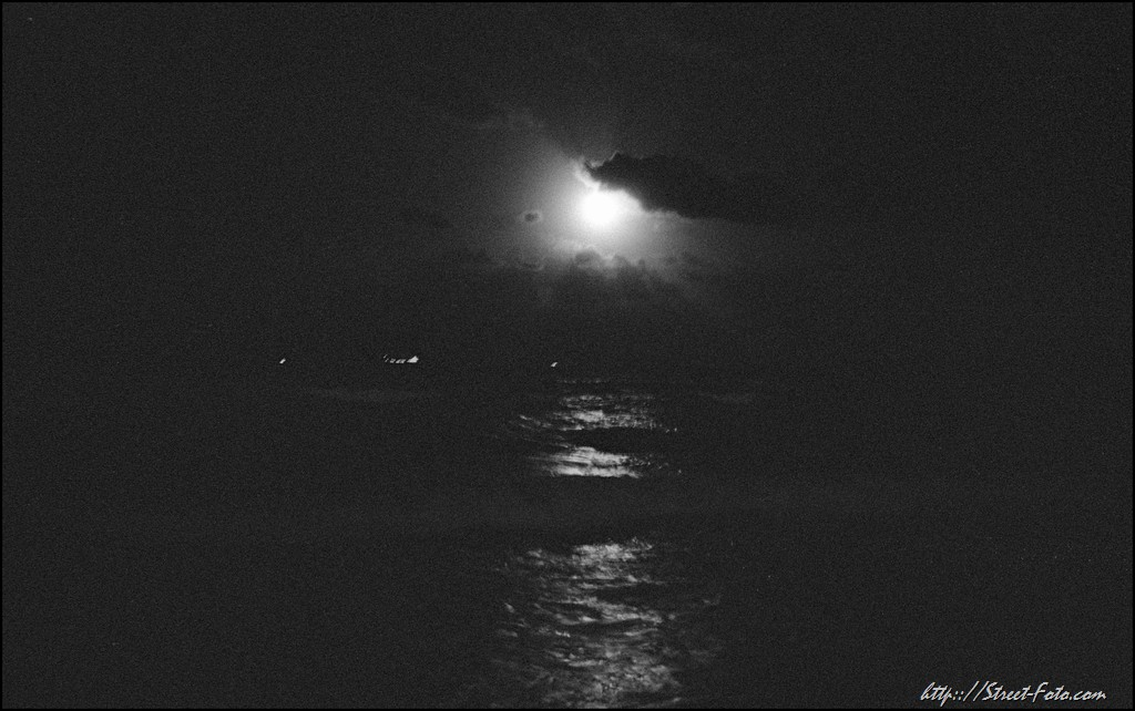 Full moon fever at Ocean drive