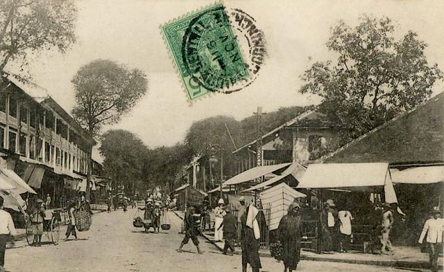 Rue d'Adran phía sau Chợ Cũ, nay là đường Hồ Tùng Mậu