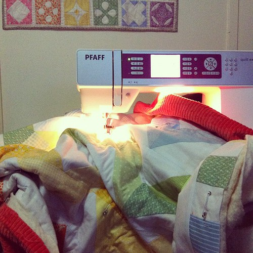 zig zag quilt being quilted in a pfaff sewing machine