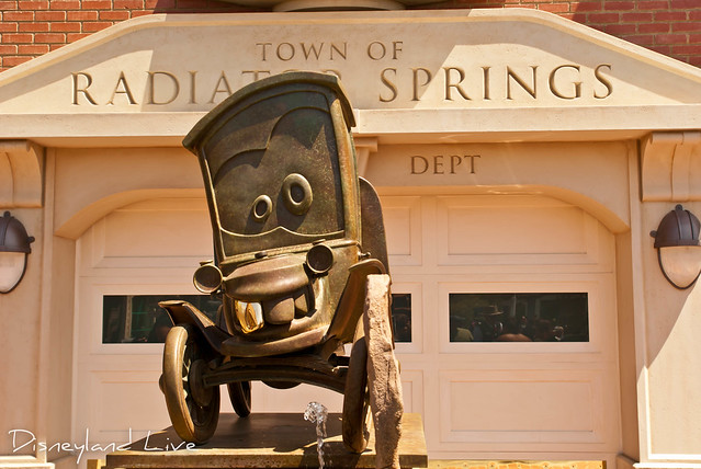 Cars Land - Stanley Statue