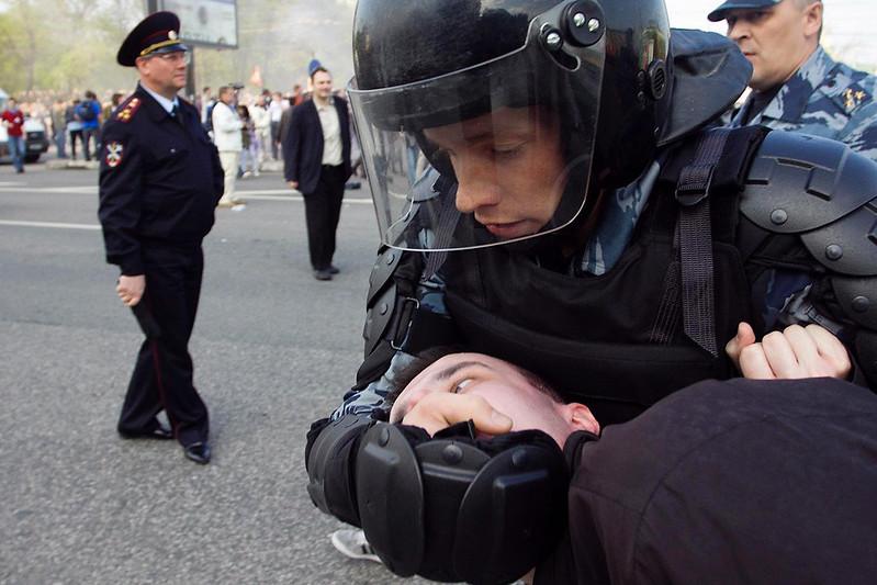 """Задержание во время """"Марша миллионов"""" в Москве 6 мая 2012"""
