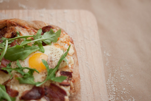 Easy Bacon and egg pizza recipe