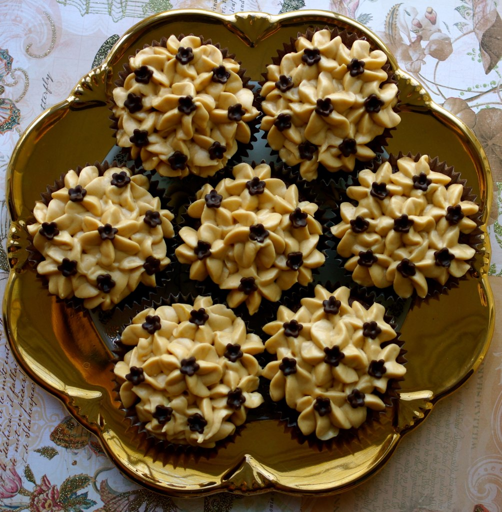 Blossoming Caramel Chocolate Brownie Cupcake 4
