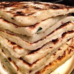 bread(0.0), gã¶zleme(0.0), baked goods(0.0), produce(0.0), piadina(0.0), naan(0.0), meal(1.0), flatbread(1.0), food(1.0), dish(1.0), quesadilla(1.0), cuisine(1.0),