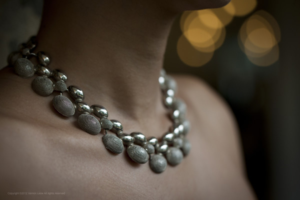1950s choker with silver-toned oval accents - elegant and classy with a twist!