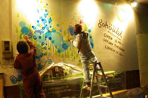 「お店の壁に地元アーティストが壁画を描いてみた」の写真23枚