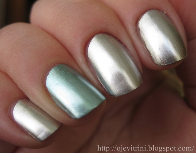 Oje Vitrini China Glaze Metallic Muse Stargazer Silver Chrome