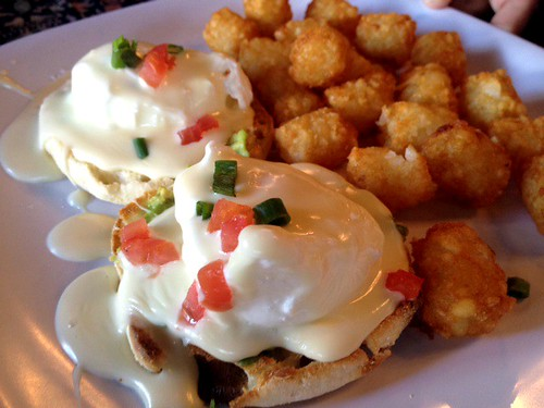 Lodge Queso Benedict