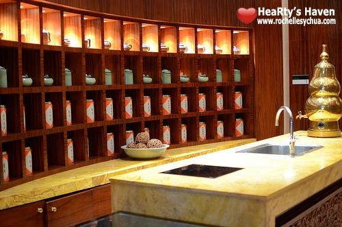 Li Li Hyatt gong cha tea bar