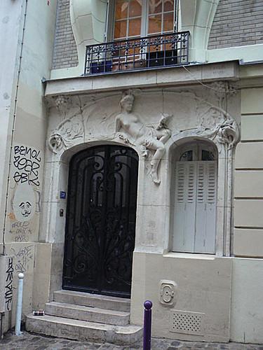 jolie façade montmartre.jpg