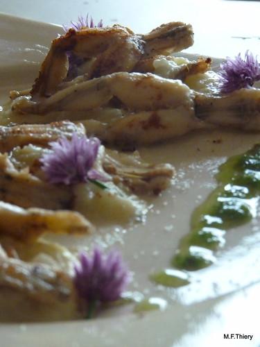 grenouilles à l'huile de ciboulette