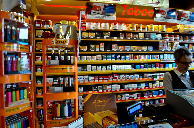 Bureau de tabac fontainebleau flickr photo sharing for Buro de tabac