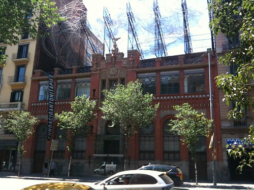 The Museu Antoni Tàpies, with the wire cloud on its roof