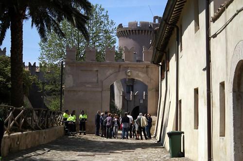 Castello: il viale d'ingresso