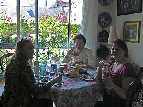 premier petit déj parisien.jpg