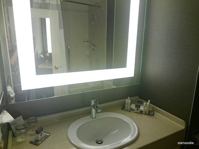 DoubleTree by Hilton Hotel Luxembourg bathroom