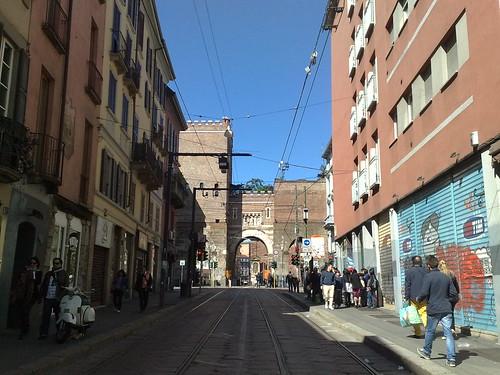 Porta Ticinese mezzo vuota by durishti