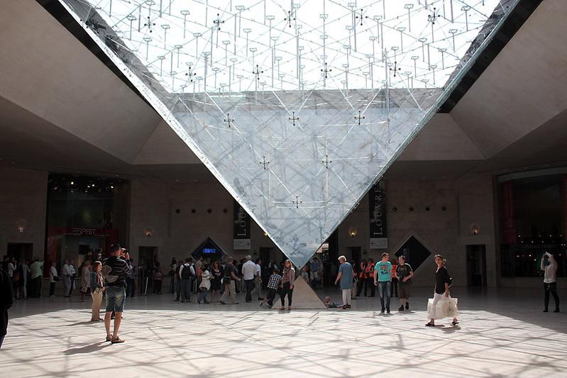 La Pyramide Inversee