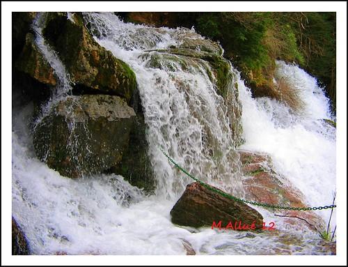 Nacimiento de un rio by Miguel Allué Aguilar
